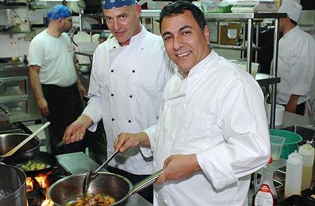 כהן במסעדת דיקסי, צילום: שלום בר טל