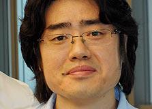"""ביונצ'ן קים, המעצב של סמסונג-סלולר: """"אני מתנצל שזה דומה לאייפון"""""""
