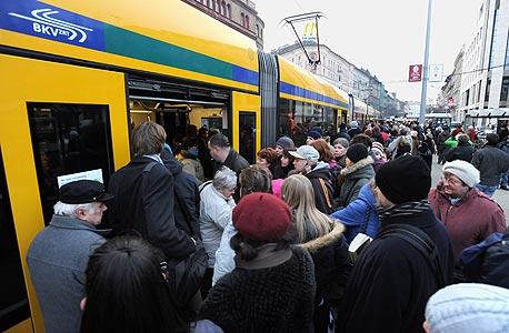 בודפשט: 2 מיליון תושבים, 3 קווי מטרו, 40 תחנות, 32 קילומטר, 1.2 מיליון נוסעים ביום, שנת הקמה - 1865