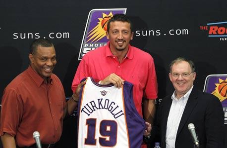 מדוע קבוצות NBA ממנות ג'נרל מנג'רים ללא רקע בכדורסל?