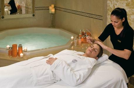 ספא רונית רפאל במלון ארבע העונות בפריז. 500-1,000 יורו לטיפול