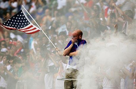 אוהד ניו יורק רד בולס. יותר מ-16 אלף איש מגיעים למשחק MLS בממוצע, צילום: רויטרס
