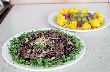 שווארמה במבינו, חיפה. השף הממליץ: בשארה חינאווי ממסעדת חינאווי. מחיר: 25 שקל לפיתה