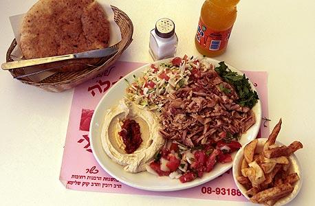 שווארמה אמאל'ה, רחובות. השף הממליץ: אליעזר לויה מרשת פרסקו. מחיר: 24 שקל לפיתה