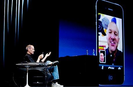 """מנכ""""ל אפל מדגים את אפליקציית FaceTime בהשקת אייפון 4"""