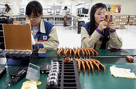 מפעל לטלפונים סלולריים בדרום קוריאה