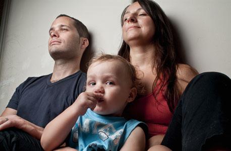 משפחת גורן. הורים: ויקה (29), מדריכת שחייה לפעוטות. ינאי (29), שף. ילדים: נועם (2)