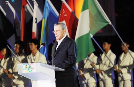 """ז'אק רוג בטקס הפתיחה לאולימפיאדה בסינגפור. """"המשחקים האלה מאפשרים לכל החברים בוועד האולימפי להרגיש שייכים לתנועה האולימפית בצורה אקטיבית - משהו חשוב מבחינה פוליטית"""""""
