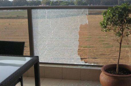 שברי מעקה הזכוכית