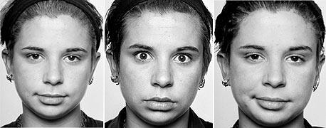 בוז - שפתיים מהודקות ומורמות בצד אחד של הפנים