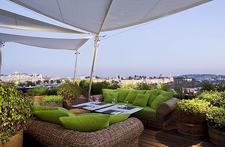 מסעדת Roof Top במלון ממילא ירושלים. גם נוף מרהיב