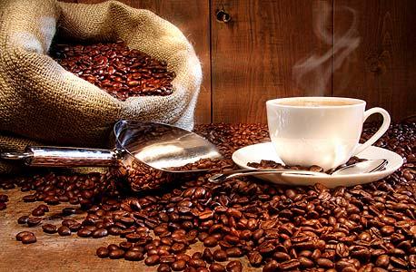 קפה. יוזל בזכות התחרות בארץ וירידת מחירי הפולים בעולם