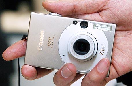 מצלמה דיגיטלית. הסמארטפון דחק אותה מהשוק