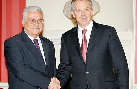 """עם יו""""ר הרשות מחמוד עבאס. """"אני כאן כדי לעזור לפלסטינים"""""""