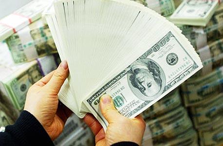 המון שטרות של דולרים