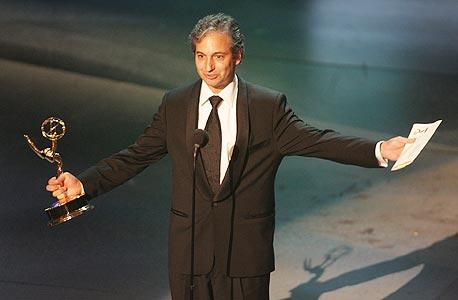 דיוויד שור מקבל את פרס האמי לכתיבה ב-2005