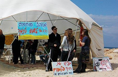 מטה המאבק שהוקם בפלמחים נגד תכנית הבנייה על החוף
