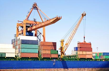 סחורות בנמל. הייצוא עלה על הייבוא ב-2015, צילום|: SHUTEERSTOCK