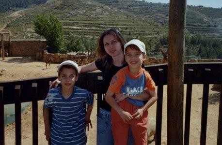 האלמנה ולנטינה חמלניצקי והילדים. חמש שנות סחבת