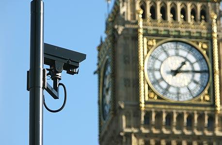 מצלמת אבטחה ליד הביג בן בלונדון. מצלמה על כל 14 תושבים