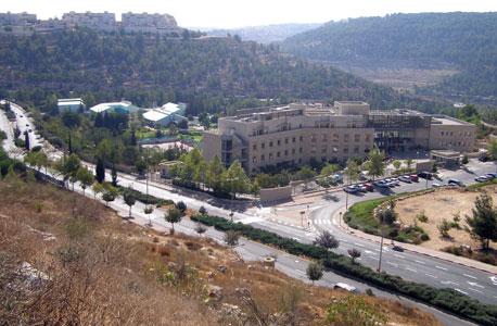 קרקע ברחוב קוסטה ריקה בירושלים המיועדת לבניית 156 יחידות דיור.  ההצעה הזוכה עמדה על 55 מיליון שקל