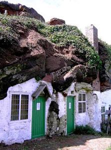 בתי סלעים בבריטניה. השראה לסיפורי ההוביטים?