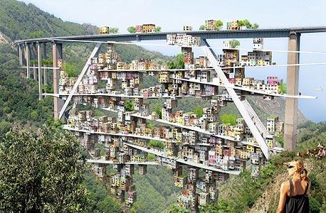 פארק מגורים אקולוגי מתחת לגשר בדרום איטליה. כנראה יישאר בגדר הצעה