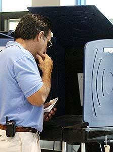 """הצבעה ממוחשבת בארה""""ב. הפיאסקו לא הפריע לישראלים להתקנא במורשת הטכנולוגית האמריקאית"""