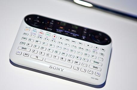 שלט לטלוויזיית גוגל TV של סוני, שעורר ביקורות שליליות על המכשיר