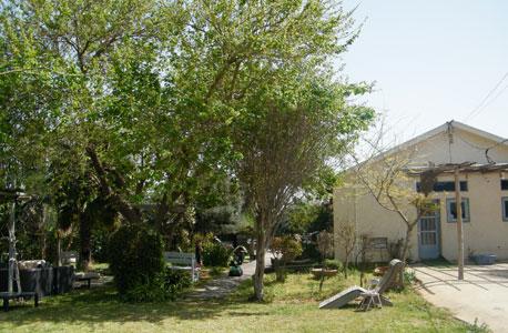 """בית ינאי. 9 מיליון שקל למשק של 28 דונם, עם שני בתים בשטח של 60 ו-140 מ""""ר"""