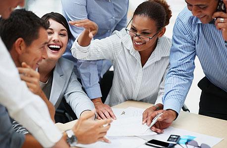 עבודת צוות. להתרגל לבדוק כיצד ניתן לעזור לאחר, צילום: shutterstock