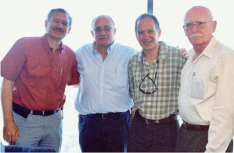 מימין: אברהם, שי, צביקה וזאב לבנת