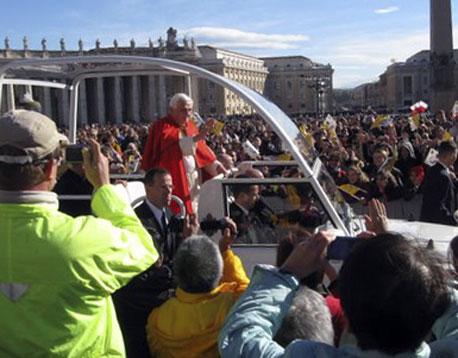 השבוע: אפיפיור בדיור מוגן
