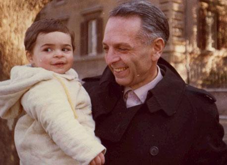 דן דוד עם בנו אריאל. היום הוא עצמאי