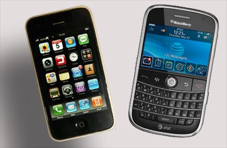 """אייפון 4 ומכשיר בלקברי. """"כל מערכת אפשר לפרוץ"""", יחצ אפל בלקברי"""