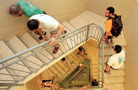 זינוק בעלייה, ישראל. מסלול: 54 קומות, 1,144 מדרגות