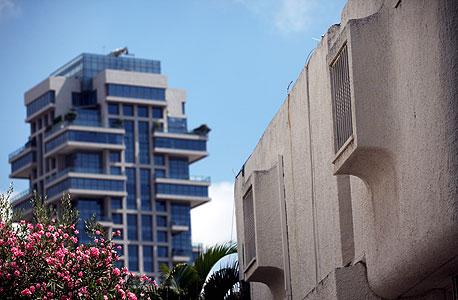 """משה שרת 67. בית מגורים שמהווה את אחד ממבשרי האדריכלות הפוסט־מודרנית בתל אביב. סגנונו זכה לכינוי החיבה """"אדריכלות ברבאבא"""""""