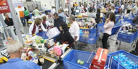 בגלל המחאה? ירידה של 0.7% במכירות של רשתות המזון ביוני-אוגוסט