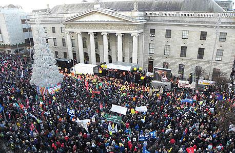 הפגנות בדבלין נגד תוכנית הצנע (ארכיון)