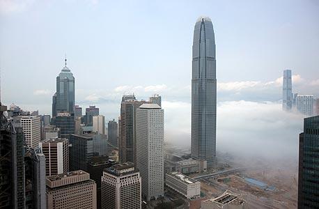 האם מתערער מעמדה של וול סטריט? חברות היוקרה בורחות להונג קונג