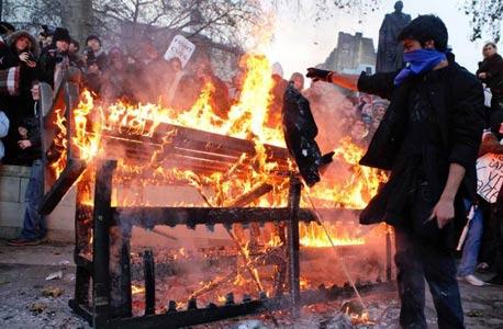הפגנות בלונדון על המצב הכלכלי