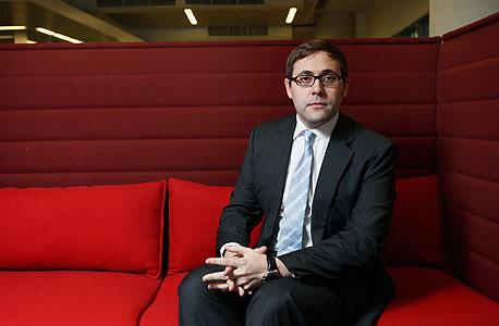 """ראיון """"כלכליסט"""" - אסטרטג הסחורות של UBS: """"שנת 2011 תהיה של הנפט, הזהב, הנחושת והתירס"""""""