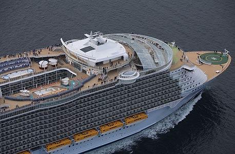 Allure of the Seas. מחיר: מ-1,700 דולר לזוג, ל-7 לילות בקאריביים