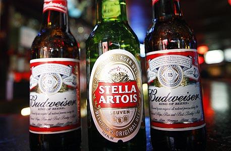 סטלה ארטואה ובאדוויזר, שניים ממותגי הבירה של החברה, צילום: בלומברג