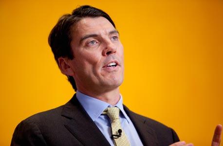 """טים ארמסטרונג, מנכ""""ל AOL, צילום: בלומברג"""