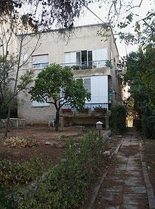 """בניין ברחוב מעלה הצופים ברמת גן. מיועד להריסה במסגרת תיקון 2 לתמ""""א 38"""