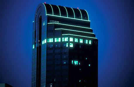 תאורת לייט-טייפ בבניין פירסן יוניון בנק בצפון קרוליינה