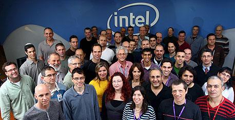 עובדי מרכז הפיתוח בחיפה, שפיתחו את השבב, צילום: גיל נחושתן