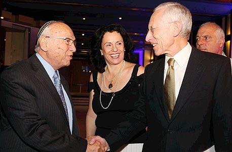 מימין: סטנלי פישר' נגה קינן ויעקב נאמן בפורום CFO