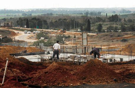 בנייה ביישוב אירוס. מתן ההיתרים החל בעקבות פשרה על גובה היטלי הפיתוח